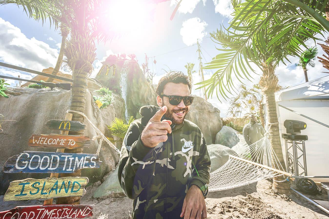 DJ LARZ op McDonald's Good Times Island